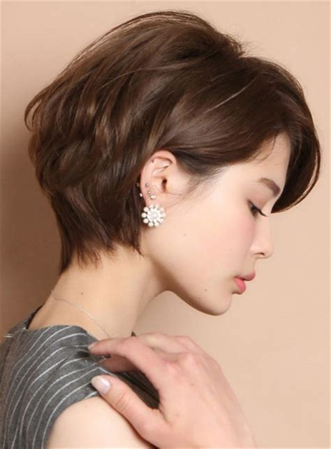 Is it low maintenance and would it look good on anyone? Get Some Inspiration from Anne Hathaway's Short Hair