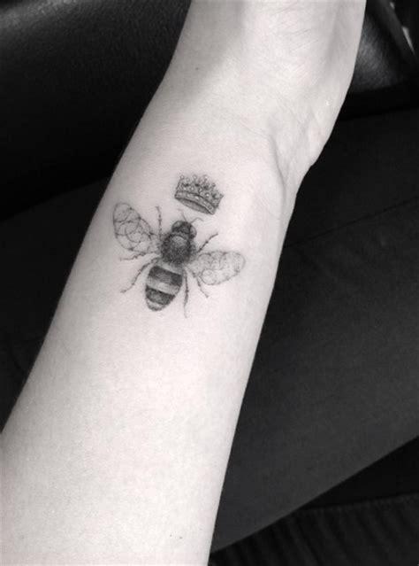 buzzin bee tattoo designs  ideas tattooblend