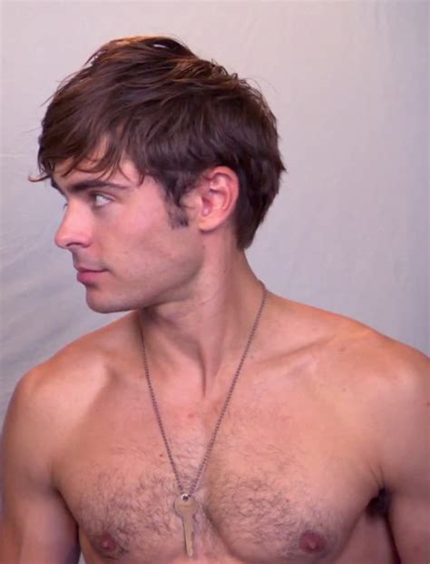 foto de Zac Efron and his increasingly hairy chest Flickr