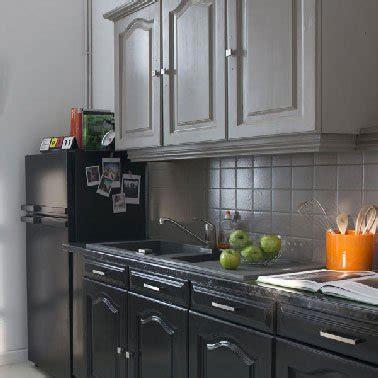 r駭ovation d armoires de cuisine trendy incroyable peinture v pour meuble de cuisine de rnovation cuisine grise et noir with peinturer armoire de cuisine en bois