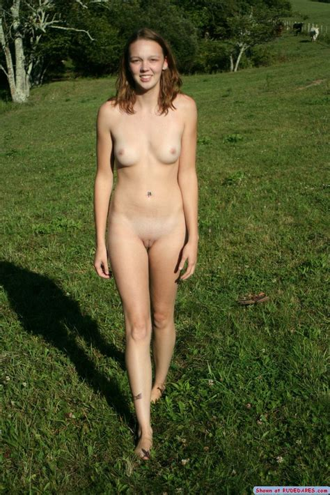 Your girlfriend caught naked - Pichunter