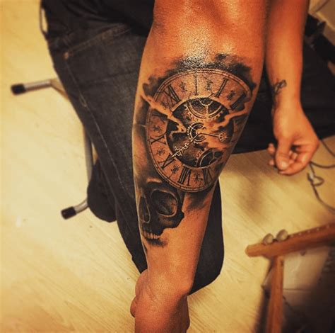 tatouage horloge avant bras femme