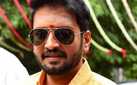 actor santhanam builder booked  attacking