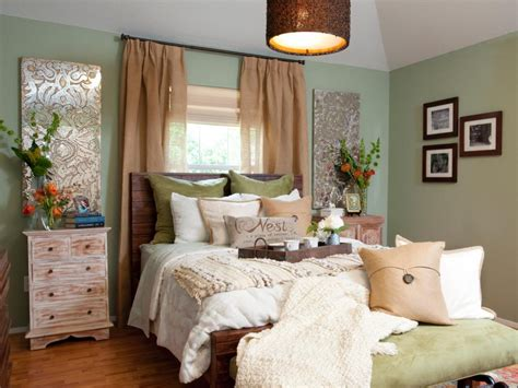 Bedroom Decorating Ideas For His And by Bedroom Smart Tips To Maximizing Your Bedroom With