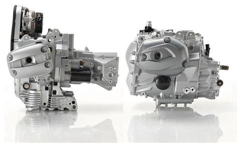 на фото двигатель старого образца и нового образца