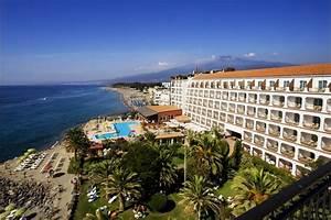 VisitsItaly com Welcome to the Hilton Giardini Naxos, Giardini Naxos (Taormina), Sicily