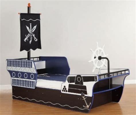 chambre bateau pirate décorer la chambre d 39 un garçon sur le thème des