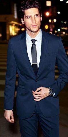 grauer anzug blaues hemd dunkelblaues sakko hellblaues businesshemd dunkelblaue