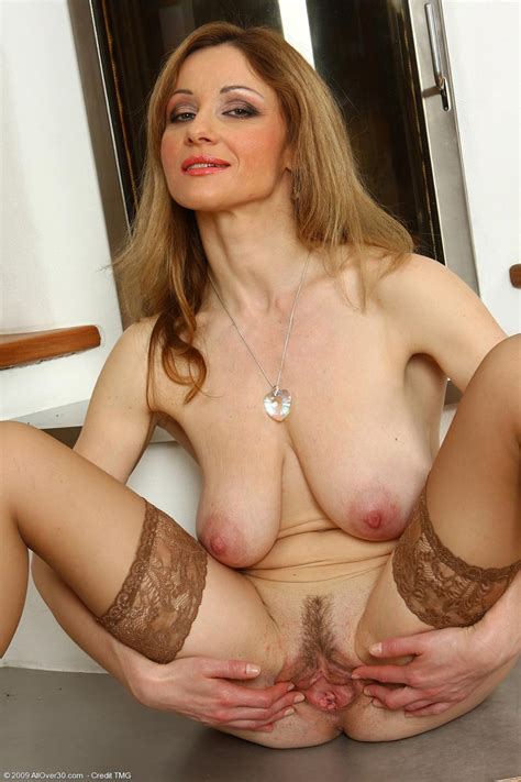 Busty Mature Housewife Teasing In Stockings Pichunter