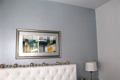 Wand Silber Streichen by Silver Blue Hue Metallic Paint On Accent Wall Dallas
