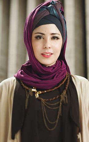 gaya hijab vintage feminim ala risty tagor tutorial