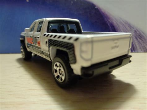 matchbox chevy j and j toys matchbox 14 chevy silverado 1500