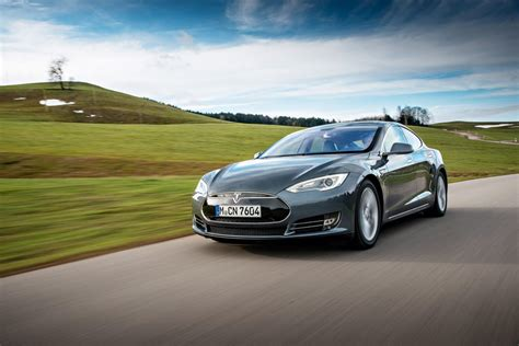 Best Plugin Cars 2016 by A In Hybrid Or Electro For A Big Family Driving