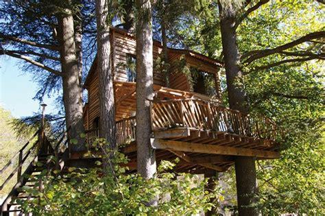 chambre d hotes dans les arbres cabane dans les arbres ardèche ecovoyageurs com
