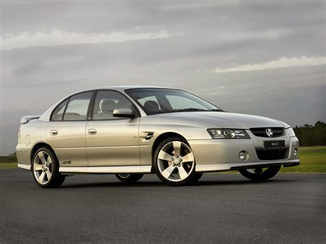 holden vz commodore ss  picture    front angle