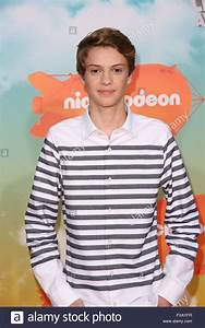 Celebrities attend Nickelodeon's 2016 Kids' Choice Awards ...