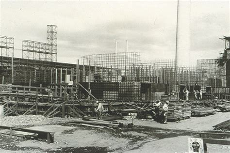 Construction of the B Reactor at the Hanford Site in ...