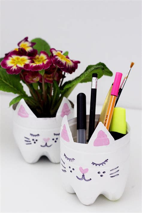 Bastelideen Mit Pet Flaschen Fuer Diy Blumentoepfe by Diy Upcycling Blumen Topf Aus Flasche Mit Katzenmotiv
