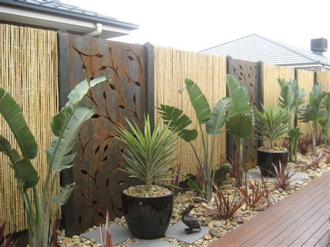 Backyard Screens by Signgroup