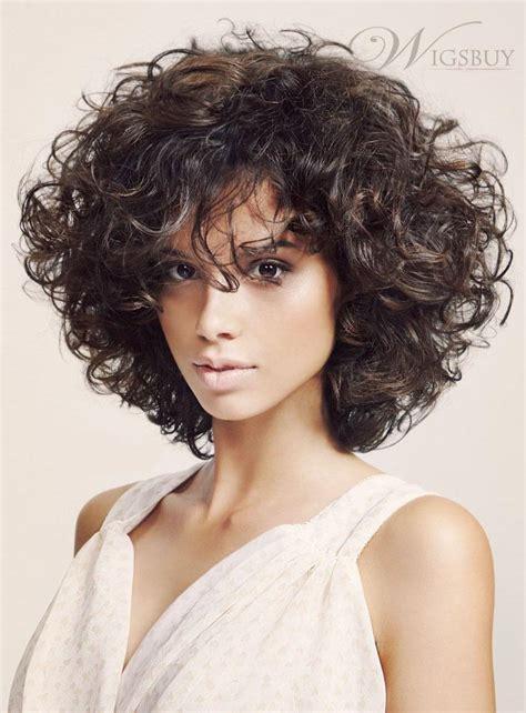 coupe cheveux frises 10 idées de coiffures pour mettre en valeur ses cheveux frisés