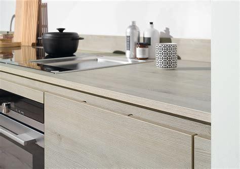 Küchenfronten In Pinie Holzdekor Und Arbeitsplatte Ton-in-ton