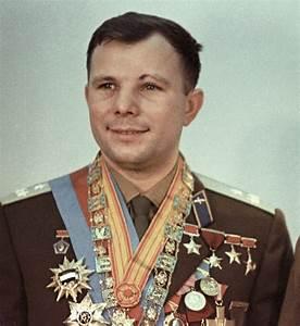 Yuri Gagarin @ 5MinuteBiographies.com | Yuri Gagarin ...