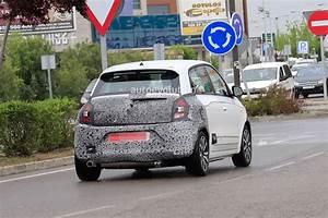 Garage Renault Paris 11 : renault twingo facelift spotted in traffic paris debut looks likely autoevolution ~ Gottalentnigeria.com Avis de Voitures