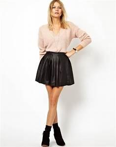Bottines Avec Robe : tenue de sortie ensemble jupe noir pull beige cr me avec bottines noir petits talons jupe ~ Carolinahurricanesstore.com Idées de Décoration