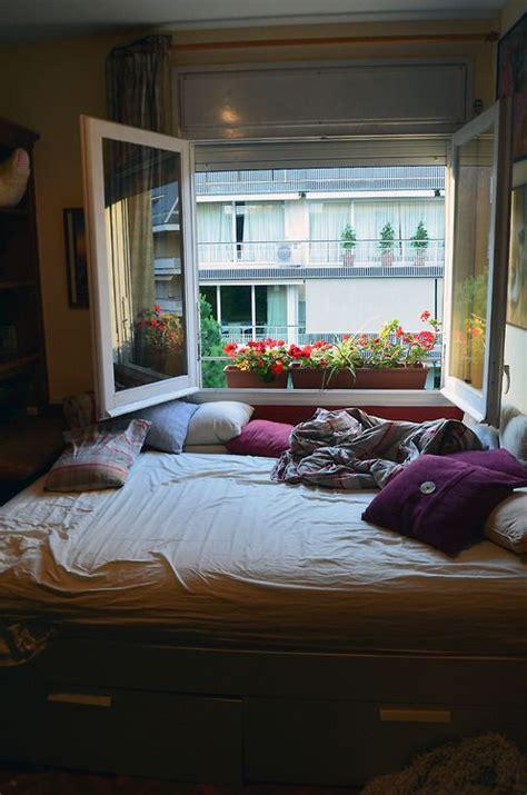 Best 25+ Bed against window ideas on Pinterest