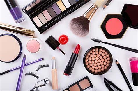 photo de maquillage suivre des cours de maquillage les formations possibles