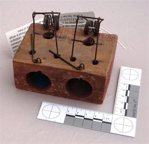 Vintage Traps | Choker Mouse Trap - 2 holeVintage Traps