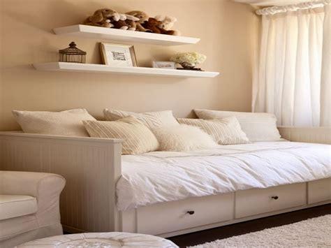 Bett Dekorieren Ikea by Ikea Hemnes Daybed Black Daybed Room Ideas For Adults