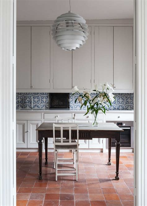 terra cotta tile in kitchen now trending terracotta tile floors wohnidee by woonio 8441