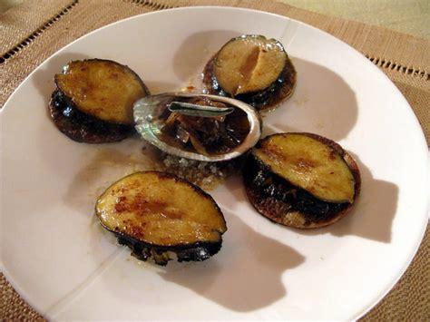 cuisiner ormeaux ormeaux poêlés confit d 39 échalote à la sauge et galettes