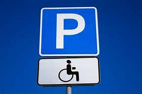 если знак парковка для инвалидов на тротуаре