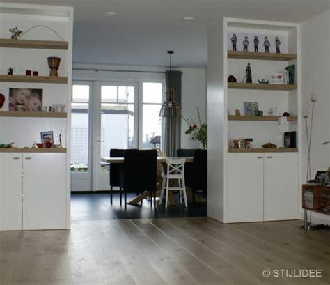keuken nieuwbouwwoning binnenkijken in de keuken met moderne kamer en suite