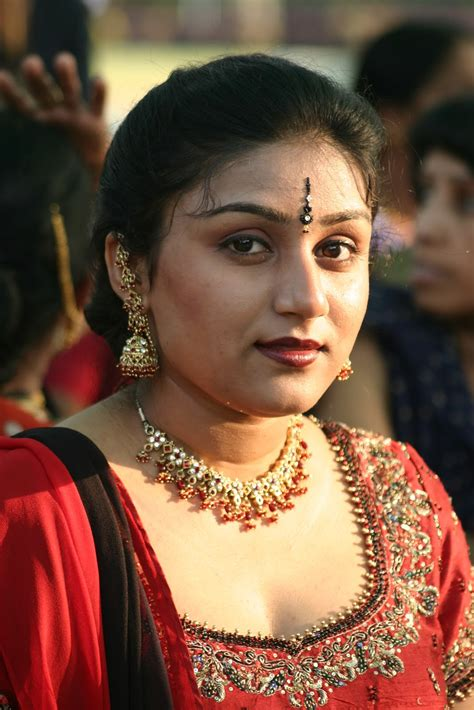 hot indian aunties  saree pics desi aunty