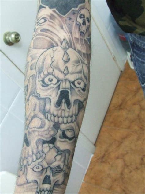 tatuaje de muchas calaveras en el brazo tatuajes de