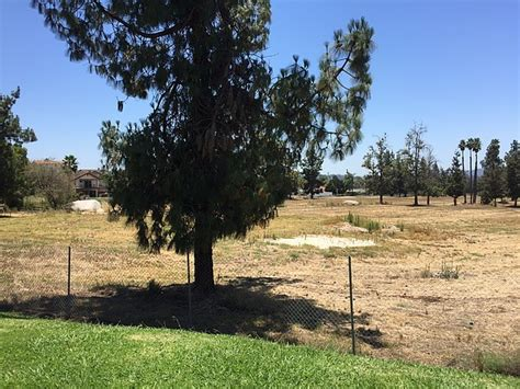 new plans for escondido country club property divide