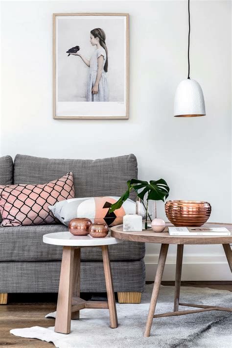 In some homes, a coffee table acts as a dinner table or is an obvious place to prop your feet after a long day in the office. Decorate with Style: 16 Chic Coffee Table Decor Ideas