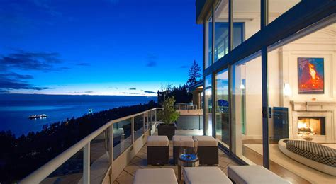 Gorgeous Penthouse In West Vancouver With Panoramic Views