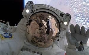 astronaut space reflection in helmet image - Dark Force ...