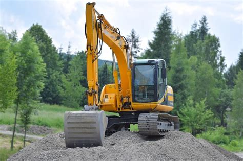 comprehensive guide  excavators  diggers charles