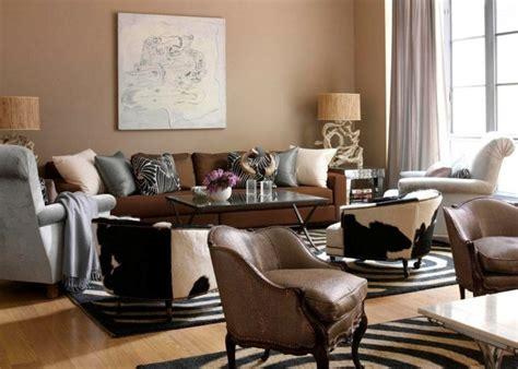 salon canapé marron peinture marron papiers peints et revêtements dans le salon