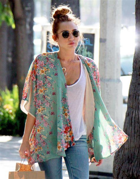 How To Wear Kimono In Summer - Street Style Inspiration Looks 2018 | FashionGum.com