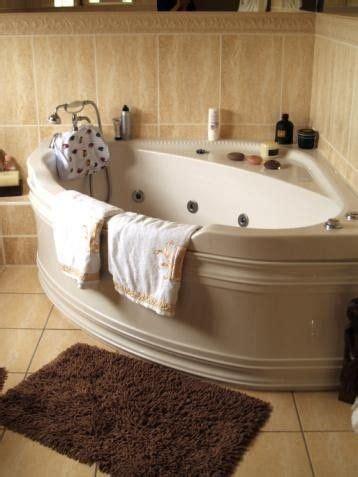 corner tubs  small bathrooms foter bathtubs