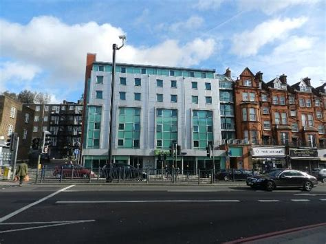 Inn Swiss Cottage by Fachada Y Calle Picture Of Inn Express