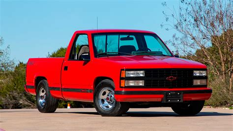 454 Ss Truck Wallpaper by Ford And Chevy Trucks Hit The Block In Houston