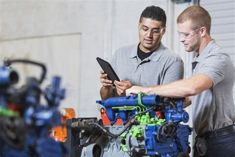 How Much Does An Auto Mechanic Make?   Career Training