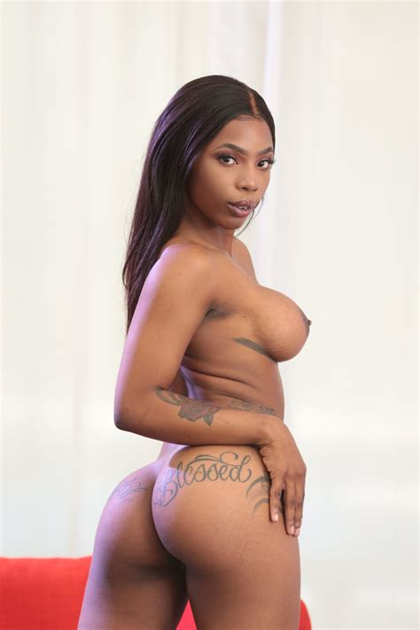 Bootylicious Ebony With Fake Boobs Posing Naked On Cam